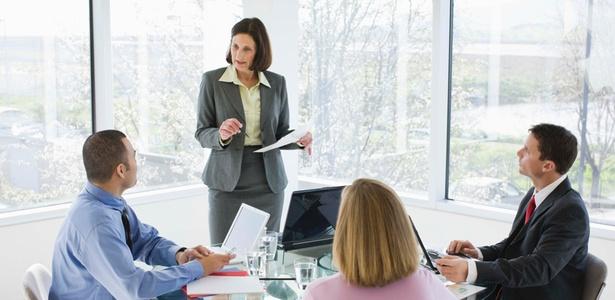 """""""Dividiria os trabalhadores em equilibrados e carentes de autoestima"""", diz a psicóloga Débora Damasceno - Getty Images"""