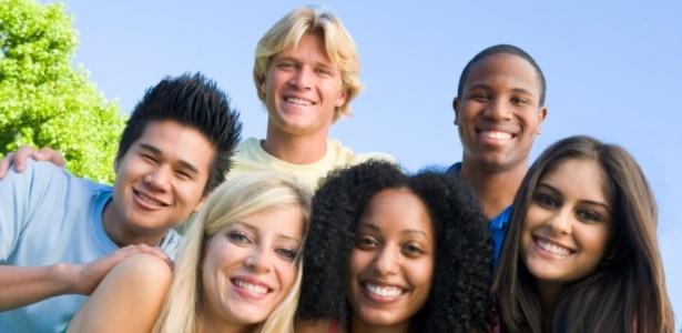 """""""A ideia de que de repente aos 18 anos você é adulto não parece real"""", afirma especialista - Thinkstock"""