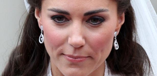 Kate Middleton durante seu casamento com o príncipe William: contorno dos olhos com lápis preto sem esfumar deixou o visual pesado - Getty Images