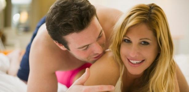 Praticar novas posições e conversar com o outro sobre suas fantasias pode melhorar o sexo - Thinkstock