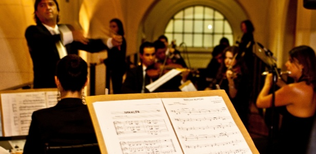 Marcha Nupcial e Mahler estão presentes na partitura durante apresentação da orquestra do maestro Renato Misiuk em casamento realizado na Sala São Paulo - Miro Martins/Divulgação