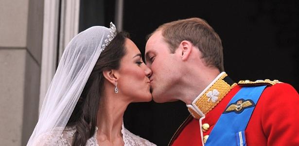 Kate Middleton e Príncipe William se beijam após casamento (29/04/2011) - Getty Images
