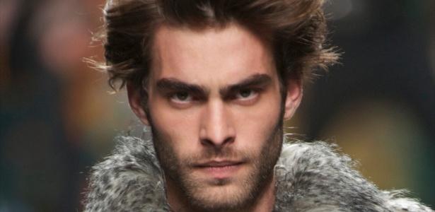 O modelo Jon Kortajarena substituirá Tony Ward na nova campanha da Sergio K - Getty Images