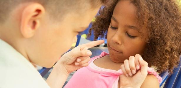 As crianças absorvem os exemplos dos pais. Por isso, suas atitudes diante deles servem como lições - Thinkstock