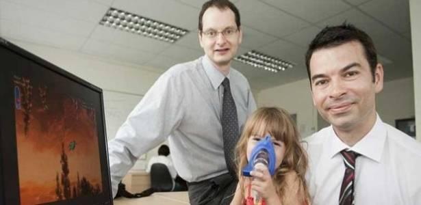 David Day, pai de Alicia, de 4 anos, desenvolveu um jogo para ajudar a filha que sofre de fibrose cística - BBC