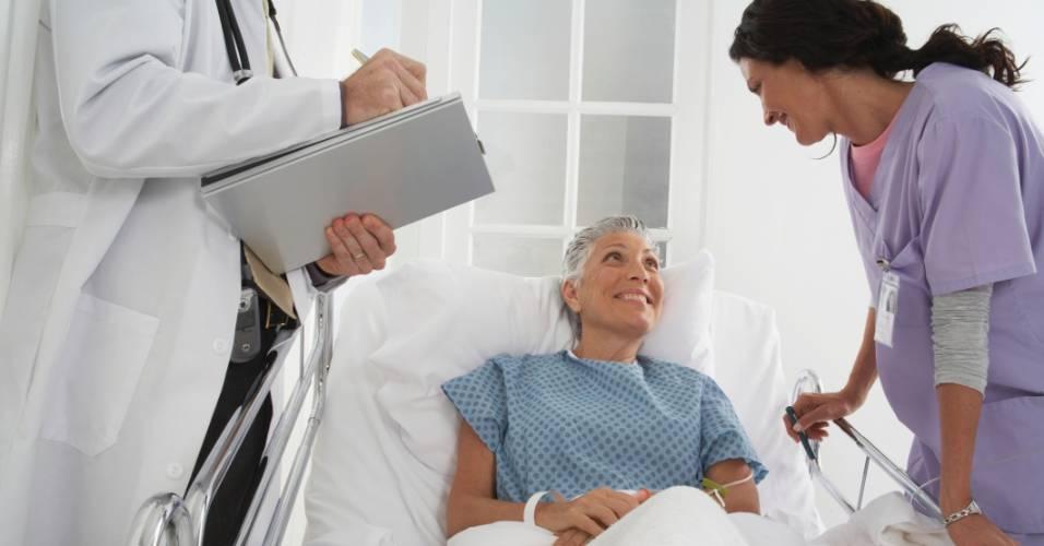 Imagem ilustrativa para idoso, idosa, cirurgia, médico, hospital