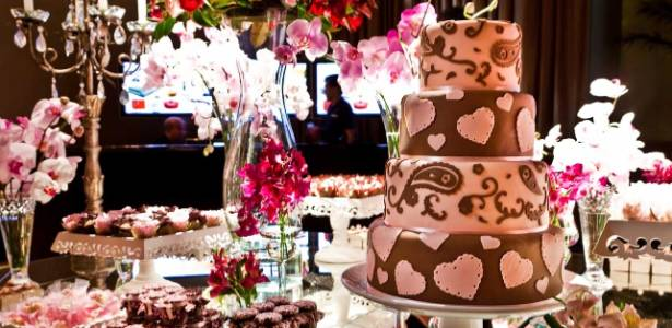 """Foto de mesa de casamento em rosa da última edição do evento """"Quer Casar com Estilo?"""" - Narciso Souza/Divulgação"""
