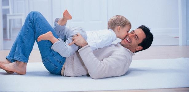 Queda na quantidade de hormônio faz com que os homens se tornem mais ligados à família - Thinkstock