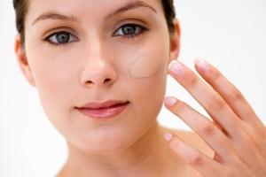 maquiagem pele base 1318274992202 300x200 - 6 Dicas para você se maquiar, mas não tem tempo de manhã