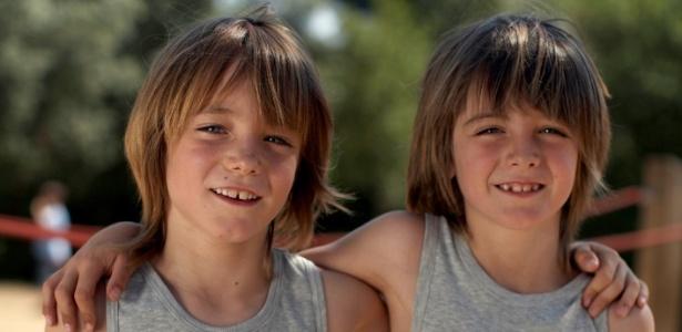 Em estudo, psicoterapeuta diz que gêmeo sozinho passa o resto da vida buscando vivenciar aquele tipo de proximidade que sentiu com o irmão - Thinkstock