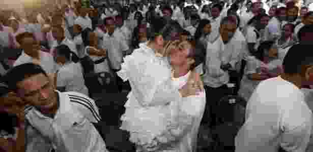 Em Manila, na Filipinas, noivos participam de cerimônia coletiva (11.11.2011) - EFE