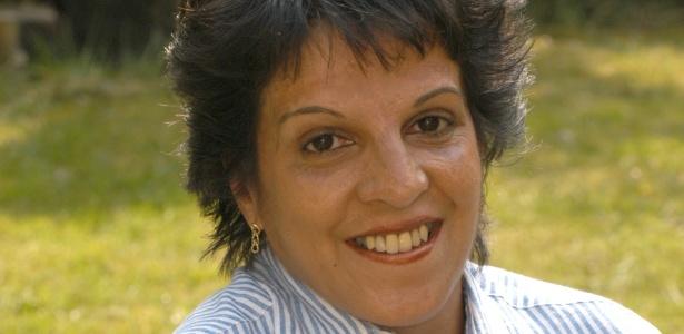 Pam Warren sobreviveu a um acidente ferroviário em Londres, mas sofreu queimaduras no rosto e mãos - BBC