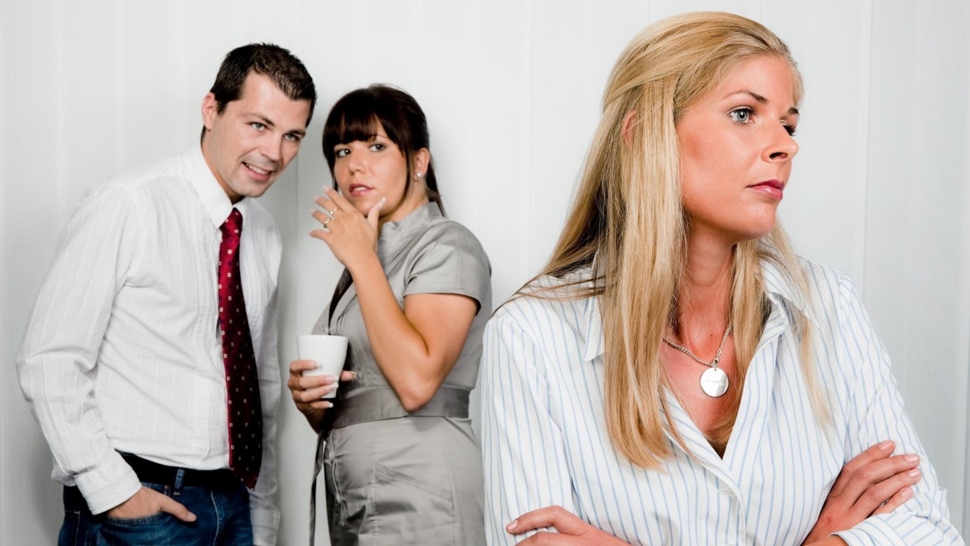 Criticam Você Pelas Costas No Trabalho Pode Ser Só Inveja Ou