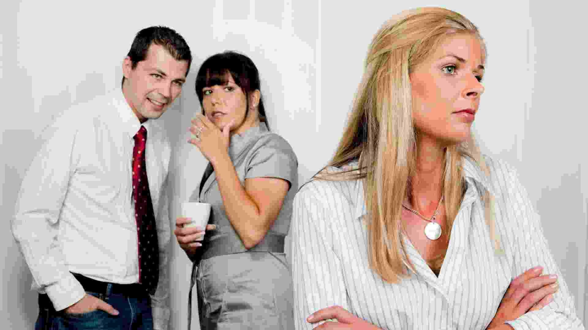 Crítica, fofoca, assédio moral, bullying, colega de trabalho - Thinkstock