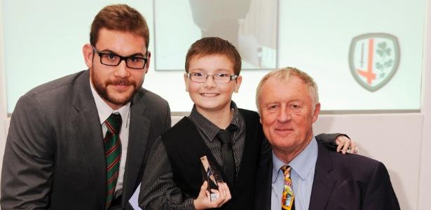 Matthew Pike (centro), 10 anos, foi diagnosticado com leucemia em 2010 - BBC/Reading Post