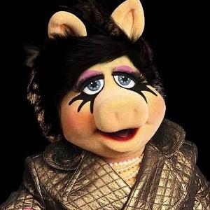 Miss Piggy em campanha de coleção de linha especial da M.A.C - Divulgação