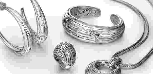 Peças da linha Hijau Dua, parceria entre Angela Lindvall e o joalheiro John Hardy, feitas com liga de prata reciclada - Divulgação