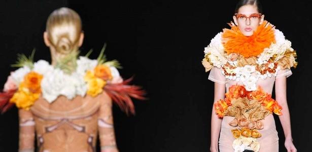 Modelos desfilam look da Alessa para o Verão 2012 durante o Fashion Rio (30/05/2011) - Alexandre Schneider/UOL