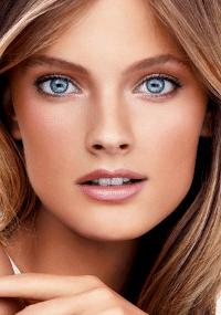A modelo francesa Constance Jablonski em campanha para a Estée Lauder (2011)