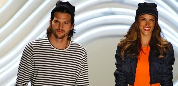 Ashton Kutcher e Alessandra Ambrósio abrem o desfile da Colcci para o Verão 2012 (15/06/2011) - Alexandre Schneider/UOL
