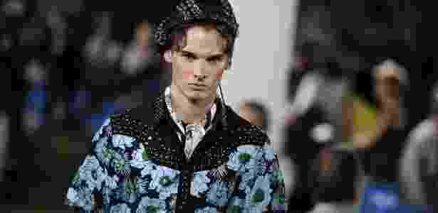 Modelo apresenta coleção de verão 2012 da Prada na semana de moda masculina de Milão (19/06/2011) - AFP