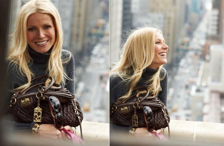 Julho 2011: Gwyneth Paltrow é a garota-propaganda da campanha internacional da Coach para o Inverno 2011/12, em comemoração aos 70 anos da marca de bolsas. A atriz foi fotografada por Peter Lindbergh no topo de um edifício em Nova York