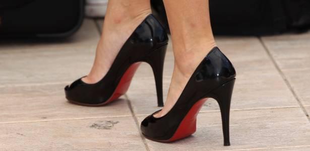 Sapatos Louboutin nos pés da atriz Victoria Raposo, no Festival de Cannes (18/05/2010) - Getty Images