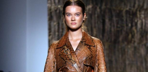 Modelo apresenta peça da coleção Verão 2012 de Michael Kors - Getty Images