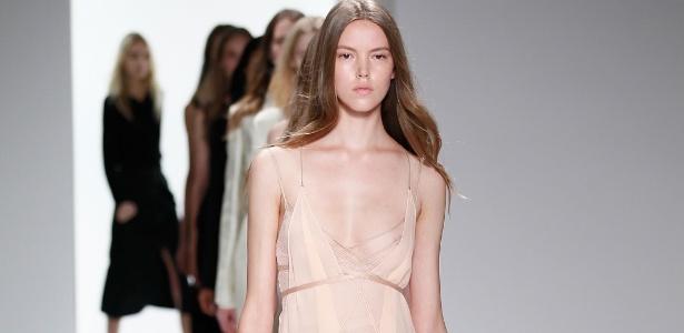 Modelos apresentam em Nova York coleção da Calvin Klein, cujo estilista é o brasileiro Francisco Costa - Getty Images