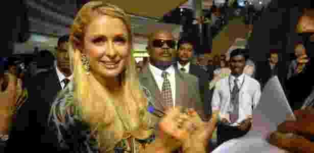 Paris Hilton divulga grife de bolsas na Índia (25.09.2011) - EFE