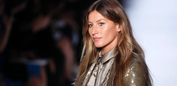A modelo Gisele Bündchen desfila para a Givenchy, em Paris - Benoit Tessier/Reuters