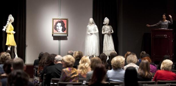 Vendido por aproximadamente R$ 680 mil, vestido Dior, de 1968, foi o grande destaque do leilão - AFP