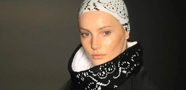 Modelo desfila look para o Inverno 2009 da Uma, marca que retornará ao SPFW na próxima temporada - Alexandre Schneider/UOL