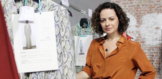 A estila Andrea Marques posa nos bastidores do seu desfile de Inverno 2012, no Fashion Rio (14/01/2012) - Helio Motta/UOL