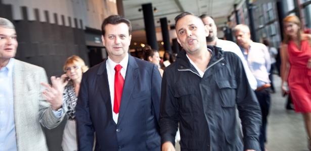 Kassab e Paulo Borges, diretor do SPFW, a caminho do desfile de Inverno 2012 de Herchcovitch - Patricia Araujo/UOL