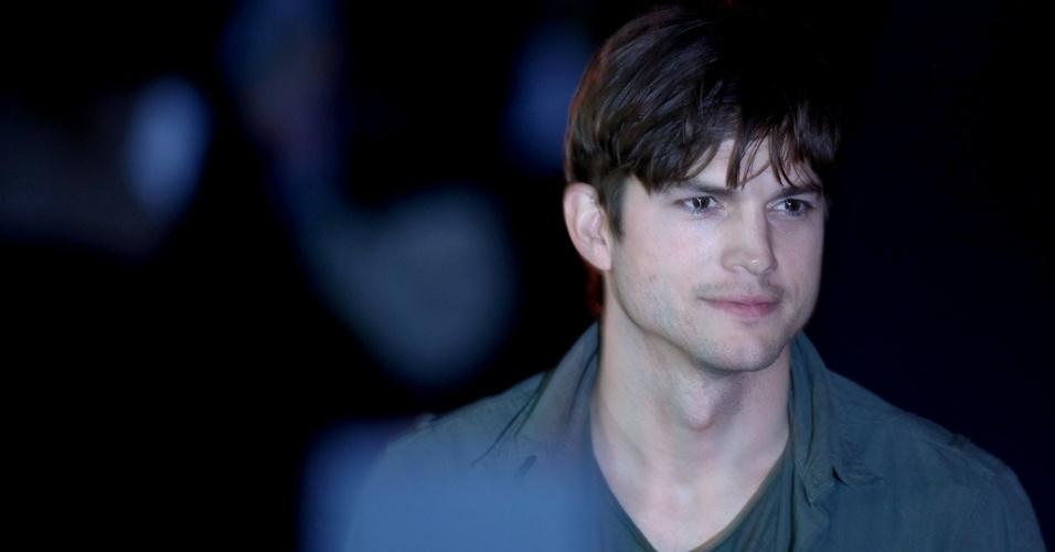 Ashton Kutcher na primeira fila da Colcci SPFW Inverno 2012