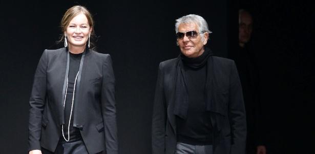 Eva e Roberto Cavalli ao final do desfile de Inverno 2012 - Getty Images