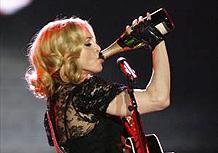"""Madonna no show de lançamento de """"Hard Candy"""" nos EUA (30/04/08)"""