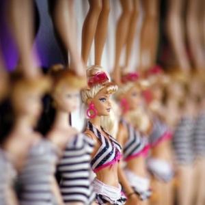 Bonecas Barbie durante a comemoração do aniversário de 50 anos da boneca, em 2009 - Mario Anzuon/Reuters