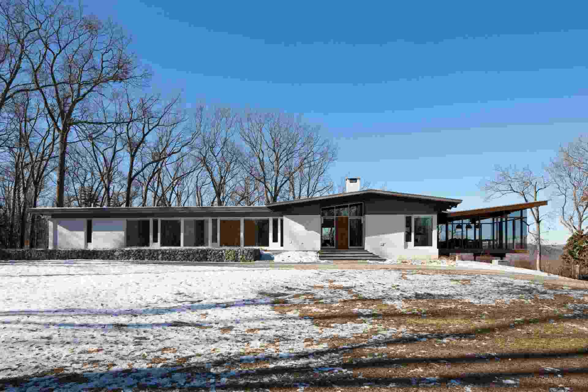 "Casa em New Milford, Connecticut, ganha nova ""luz"" após reforma (NYT) - Bruce Buck/ The New York Times"