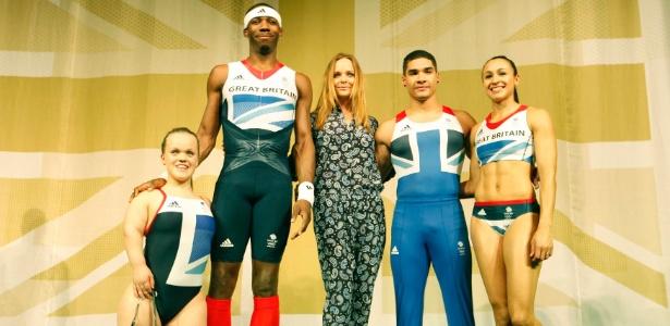Stella McCartney apresenta os uniformes da Grã Bretanha para as Olimpíadas de 2012 durante evento em Londres (22/03/2012) - Andrew Winning/Reuters