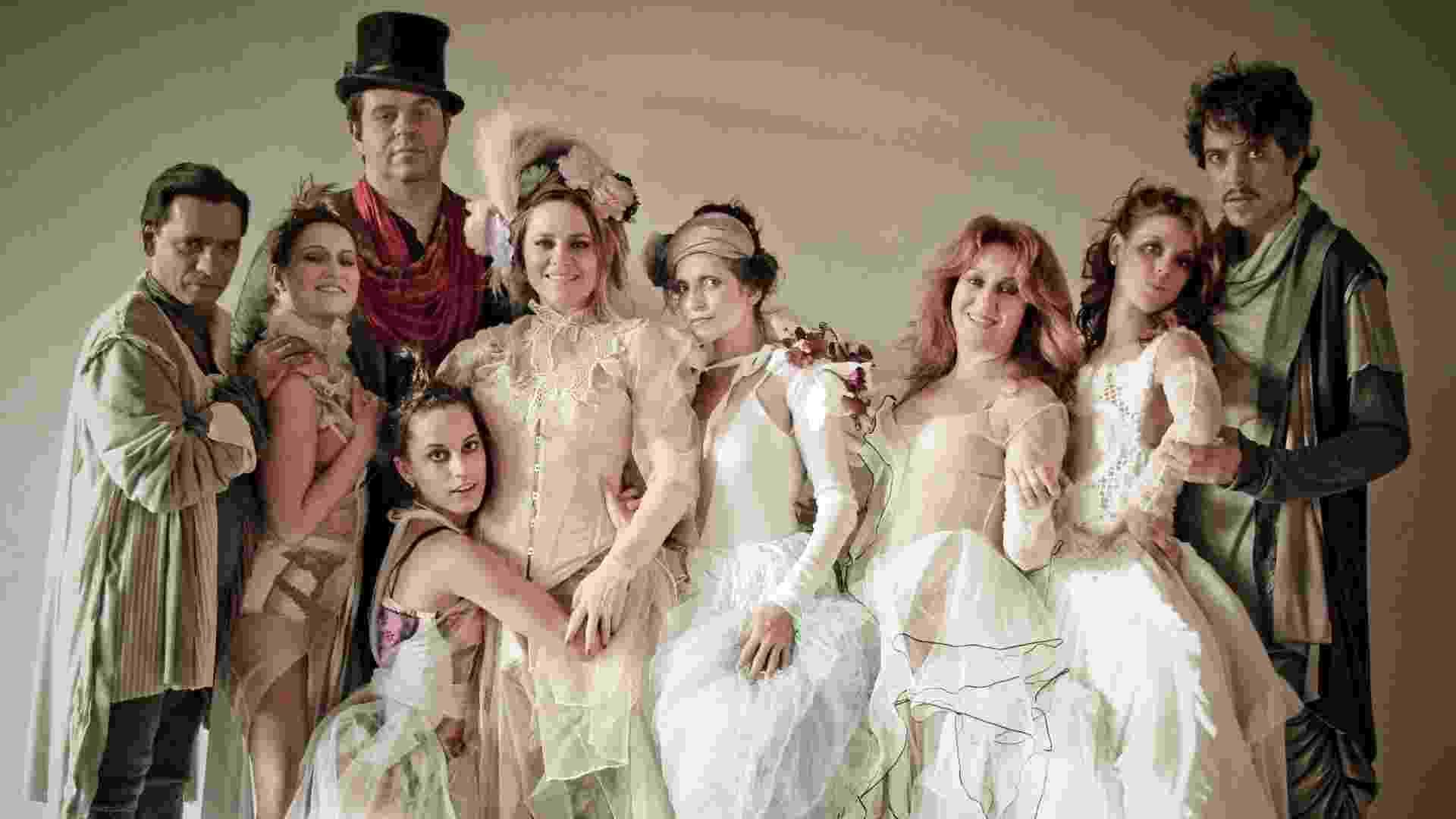 """O figurino da peça """"Vestido de Noiva"""", que estreia neste sábado (24), no CCBB, no Rio de Janeiro (RJ) é assinado por Beth Filipecki, a mesma figurinista da novela """"Fina Estampa"""" - Divulgação"""