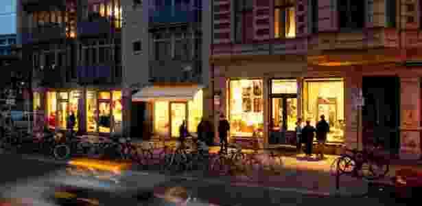 Fim de tarde no Mitte, bairro central de Berlim que reúne os fashionistas da cidade - NYT