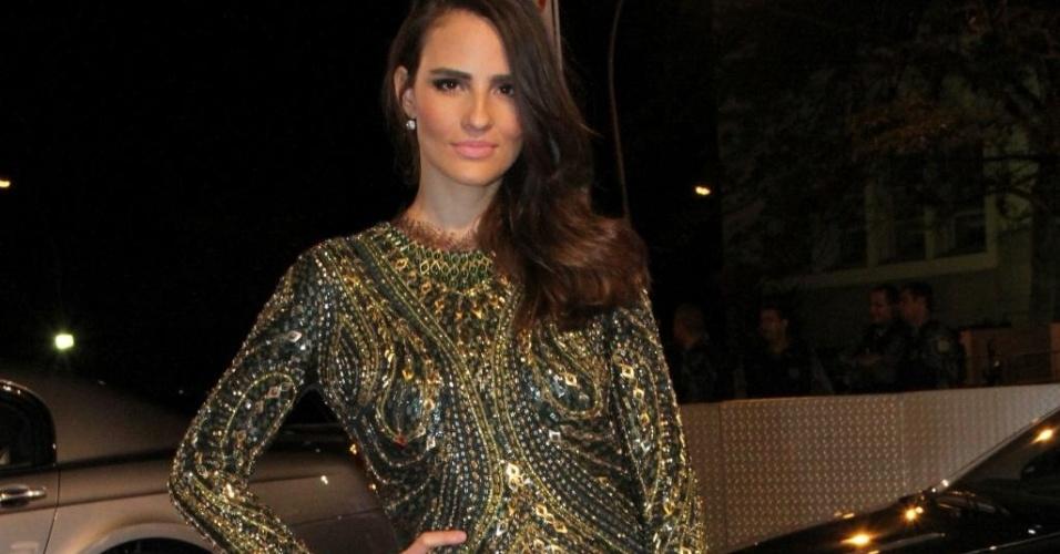 Fernanda Tavares usa vestido repleto de bordados em festa com a presença do princípe Harry no Rio de Janeiro (09/03/2012)