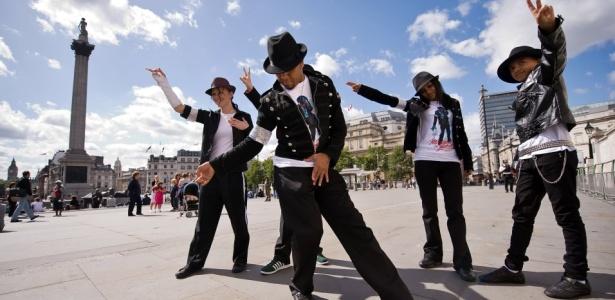 Fãs homenageiam Michael Jackson no centro de Londres (29/08/2009)