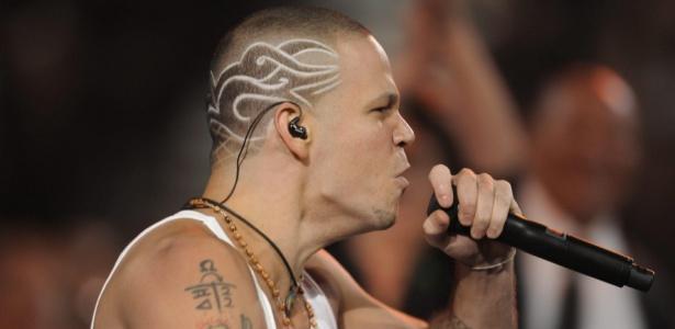 René Pérez, um dos vocalistas do Calle 13, durante apresentação da banda na edição 2009 do Grammy Latino (05/11/2009)