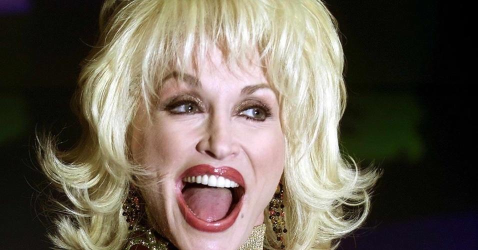 Dolly Parton em evento em Londres (16/02/2001)