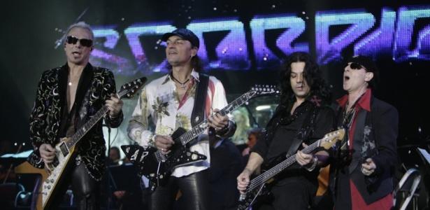 Rudolf Schenker, Matthias Jabs, Pawel Maciwoda e Klaus Meine (da esq. para a dir.), da banda Scorpions, em show em Riga (nov/08)