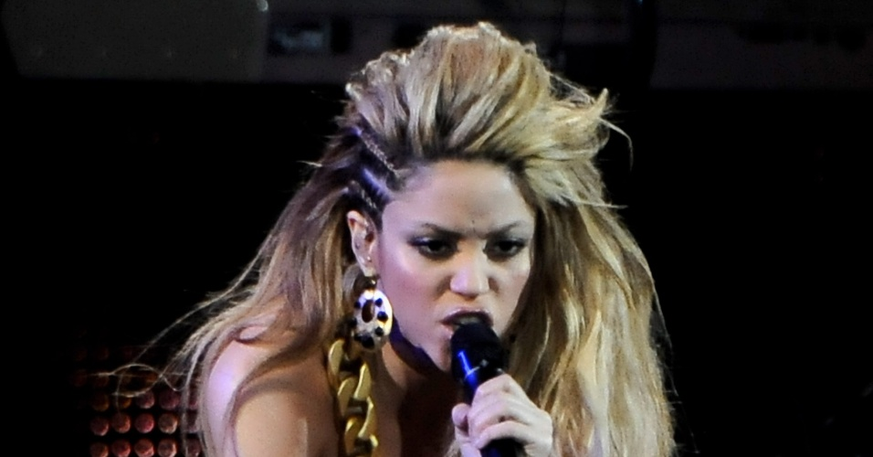 Shakira durante show no prêmio