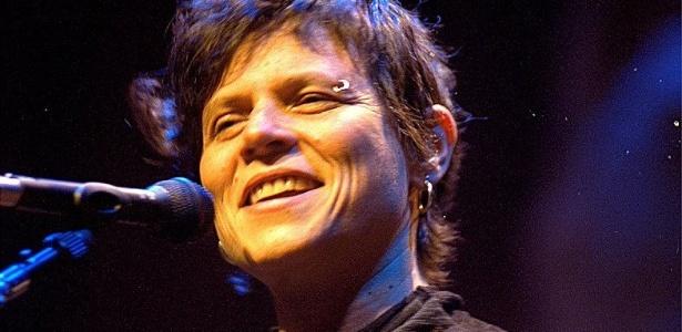 Cassia Eller durante show em São Paulo (11/08/2001)